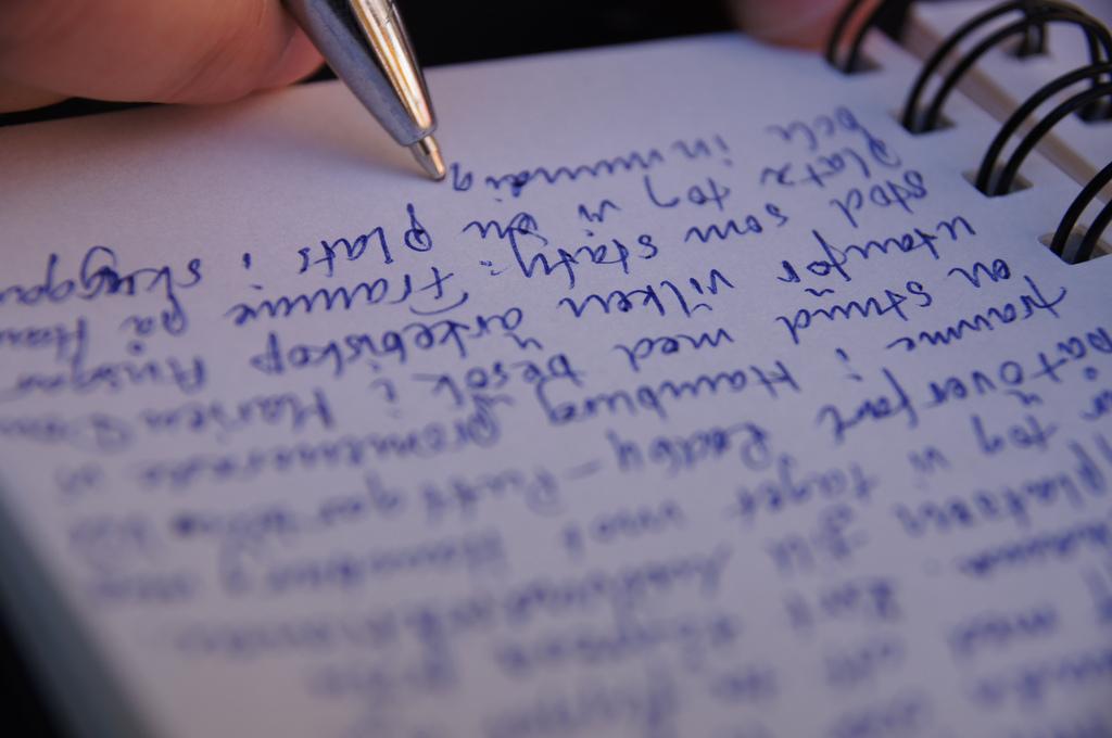 Bagaimana Keterampilan Menulis Dapat Membantu Anda Mempelajari Bahasa Baru